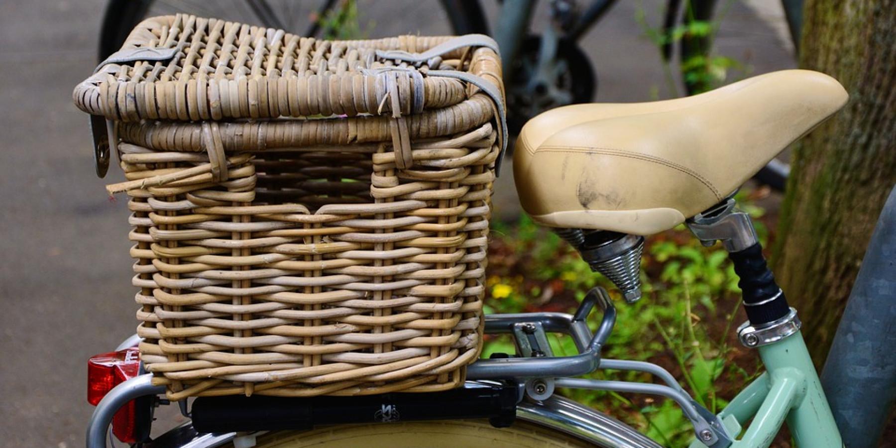 Unbekannter stiehlt Tasche aus Fahrradkorb