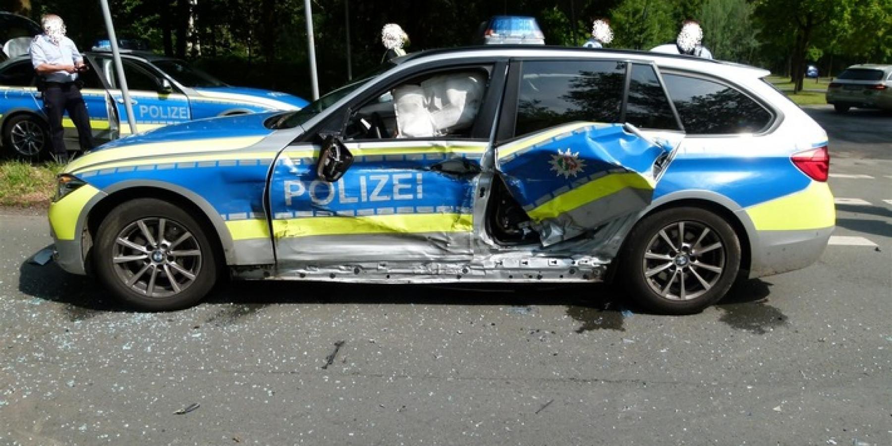 Polizei sucht Zeugen nach Unfall mit Streifenwagen