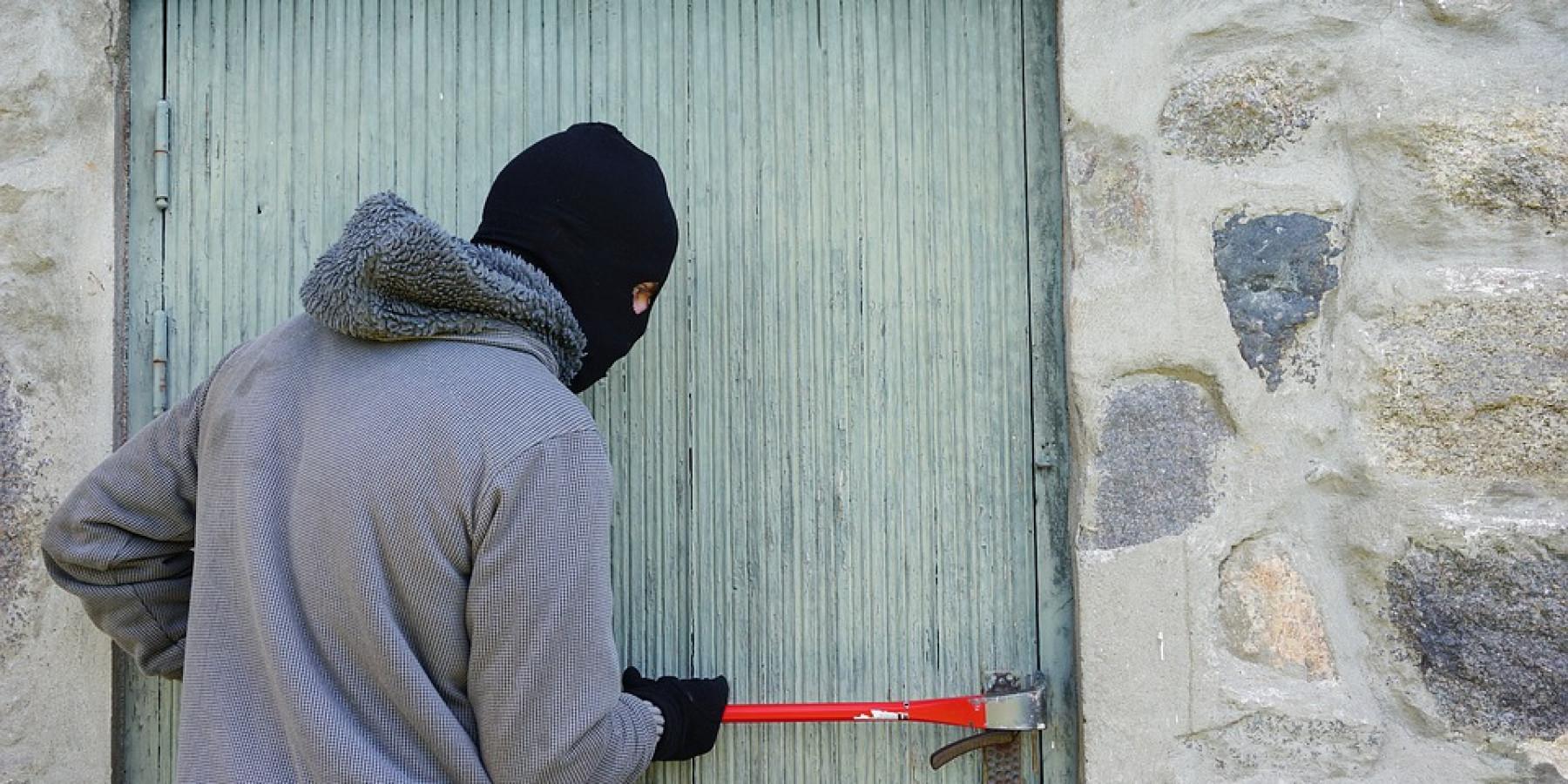 Einbrüche am Wochenende – Unbekannte Täter dringen in Geschäfte ein