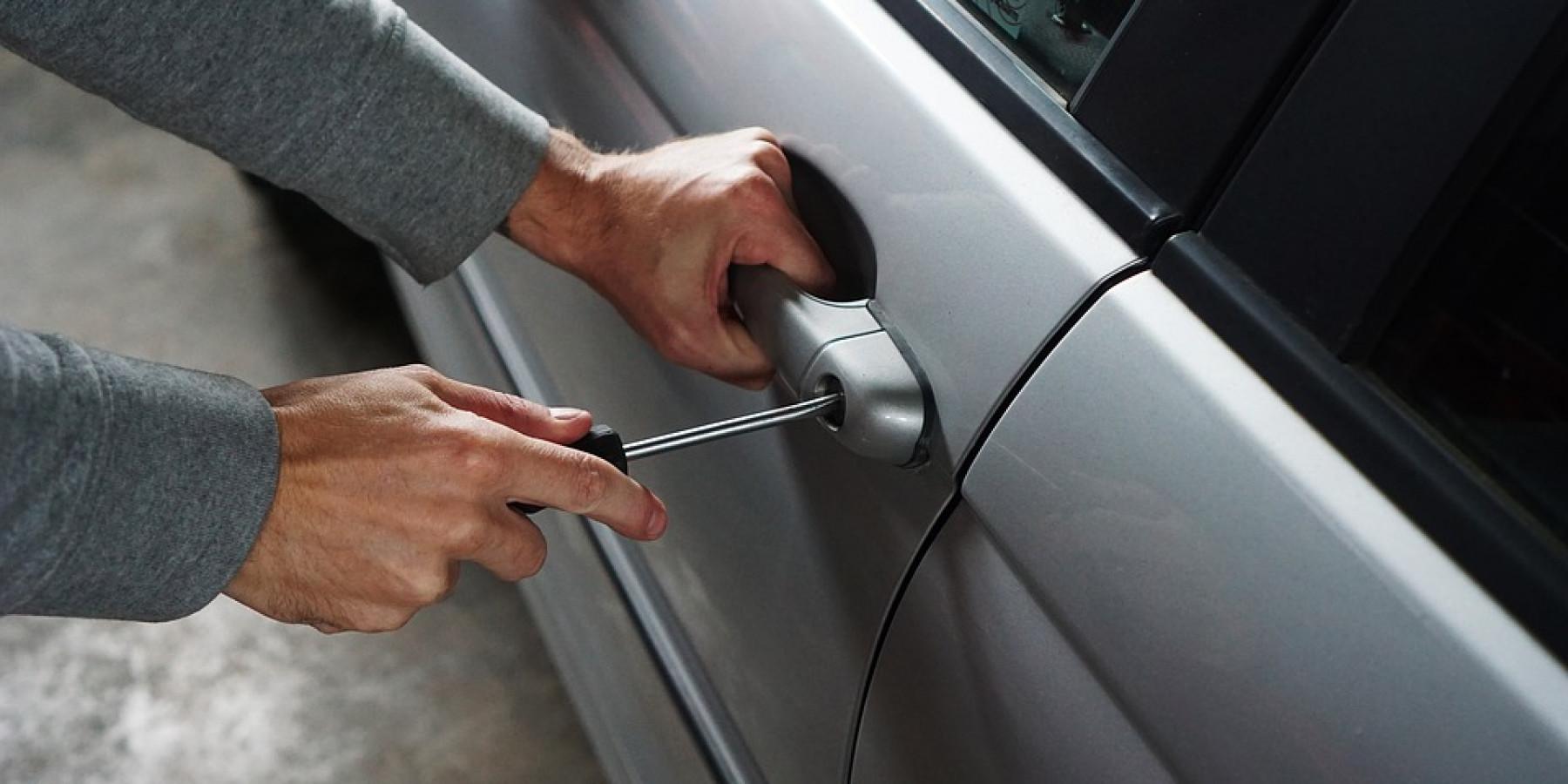 Täter öffnen sechs Fahrzeuge in Gremmendorf