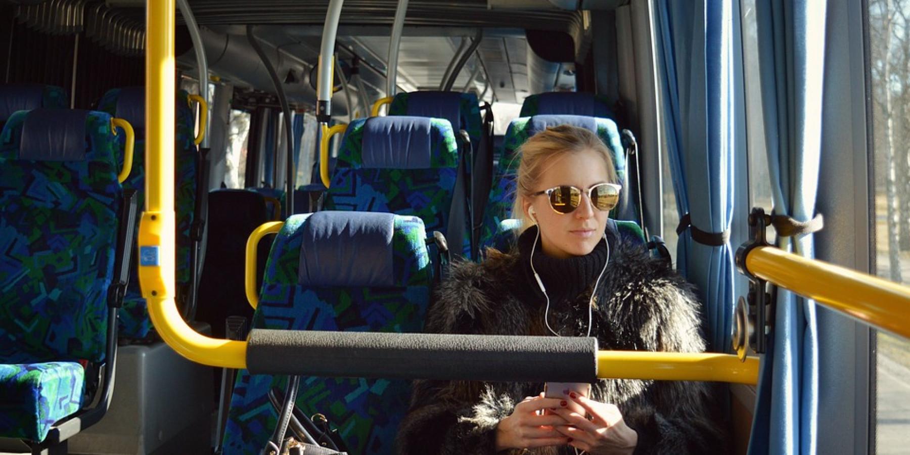 Kostenlos mit Bus und Bahn: Erfolgreicher erster Adventssamstag