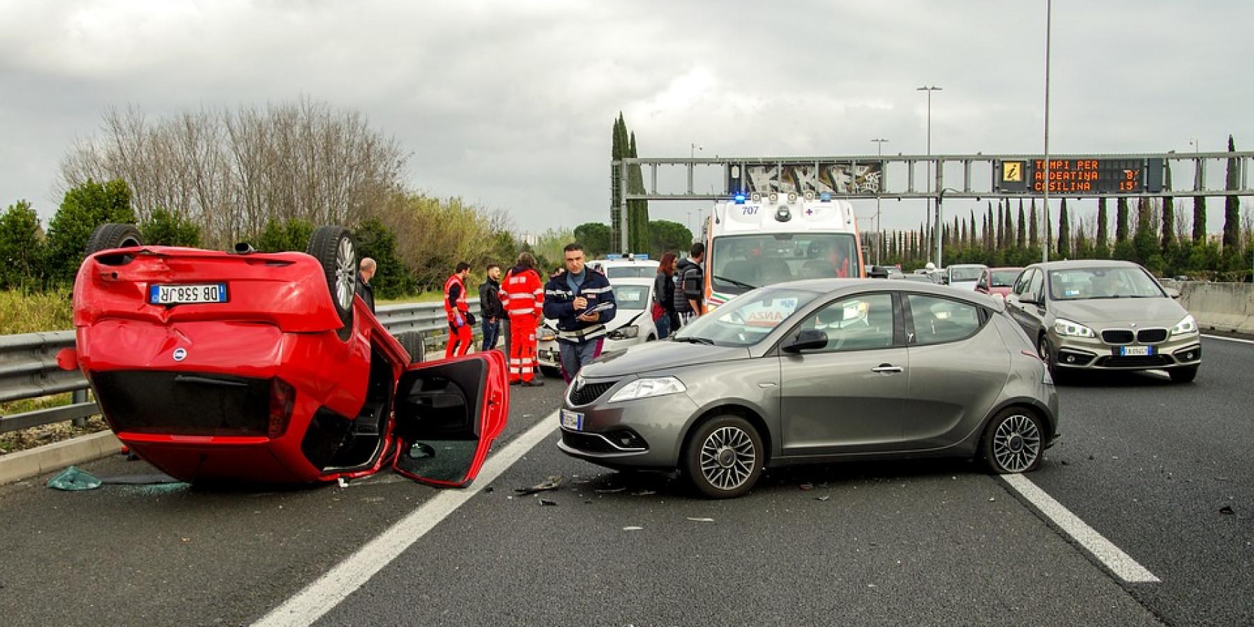 Fehler beim Fahrstreifenwechsel – Unfall mit sechs Pkw