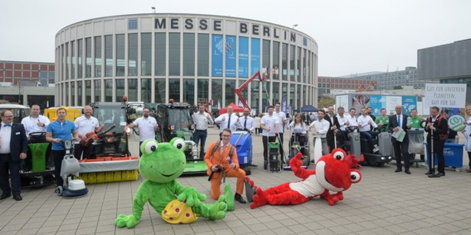 Internationale Reinigungsfachmesse startet mit der traditionellen Parade