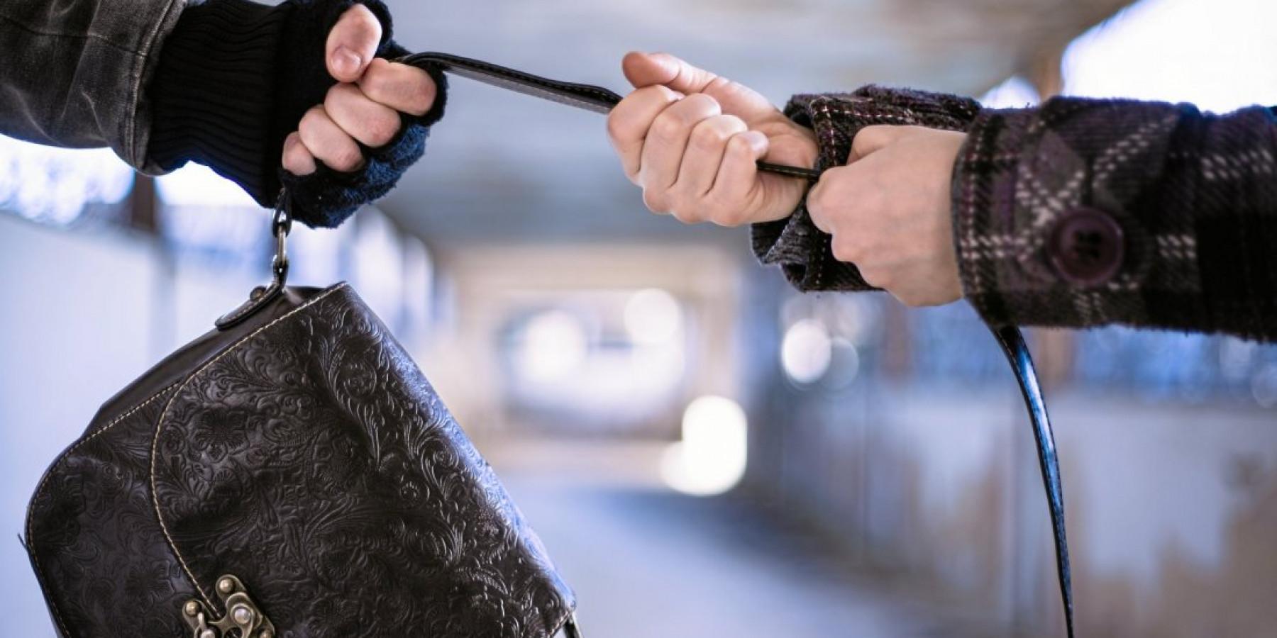 Aufmerksame Zeugen stellen Straßenräuber in der Innenstadt