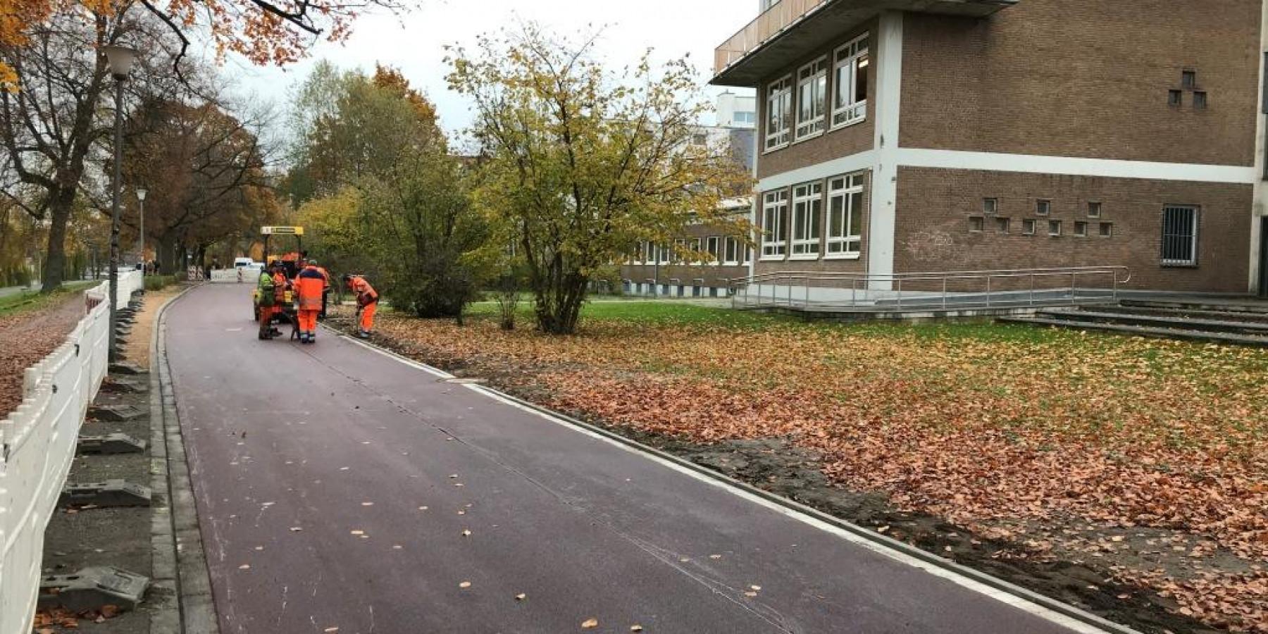 Aus Radweg wird rote Fahrradstraße
