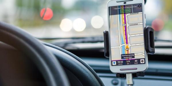 Smartphones und Tablets vor Sommerhitze schützen: Geräte möglichst in den Morgen- und Abendstunden laden