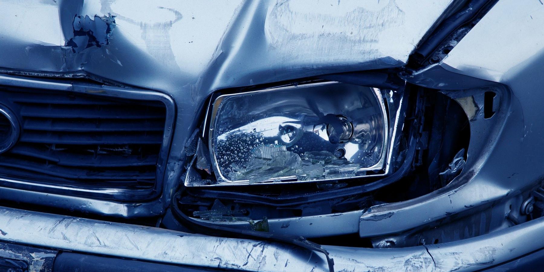 Alleinunfall auf der Autobahn – PKW-Fahrer schwer verletzt