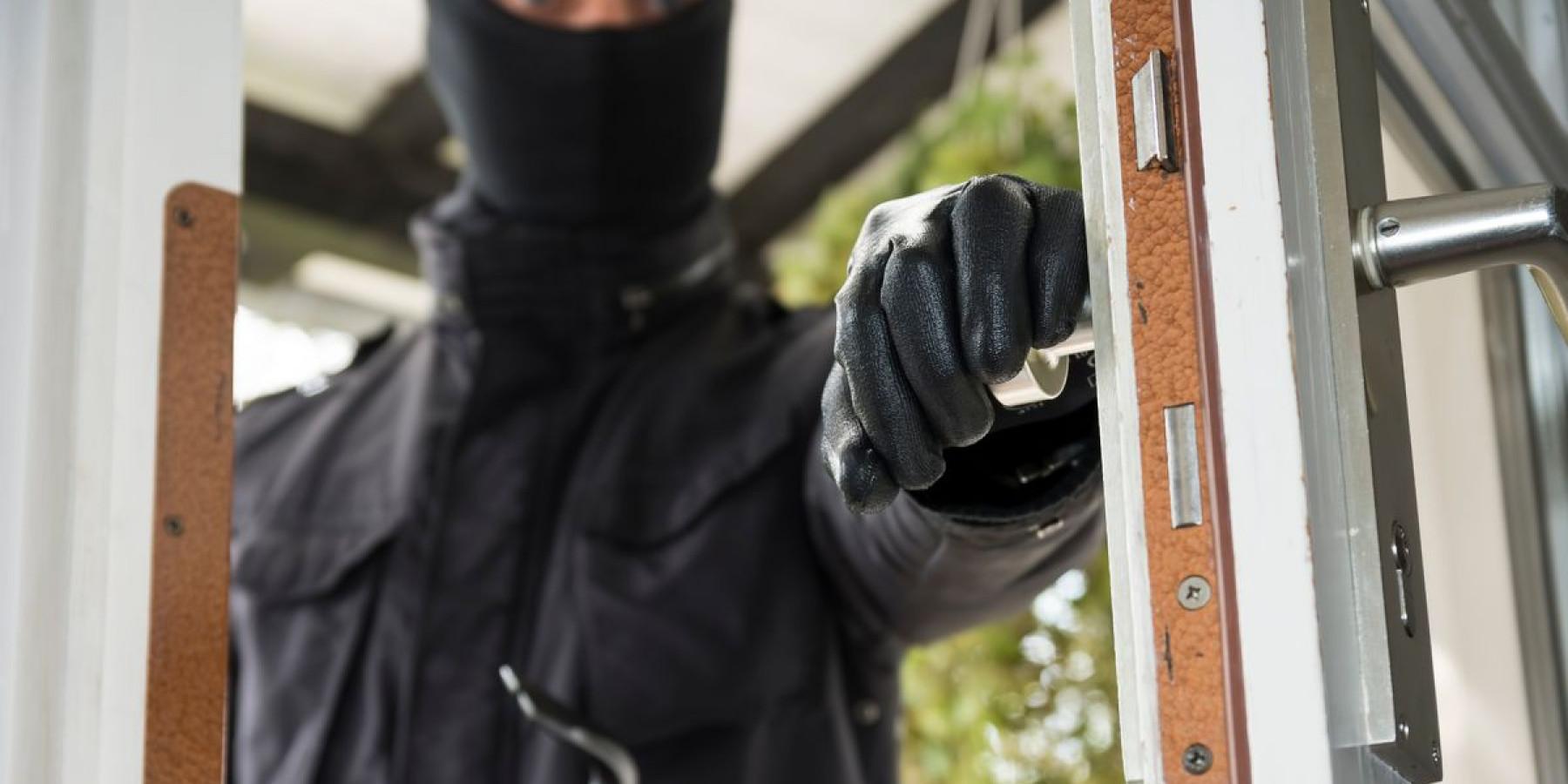 Aufmerksame Anwohner beobachten Einbrecher