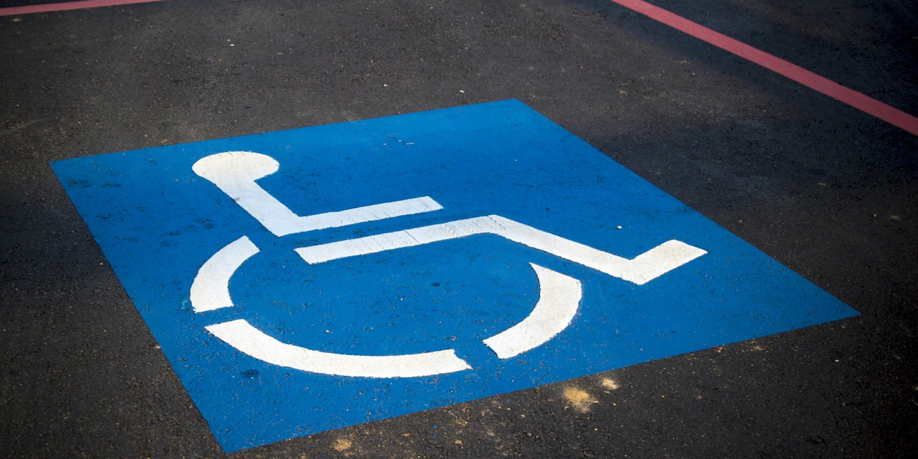 Parkplatz mit geliehenem Schwerbehindertenausweis erschlichen
