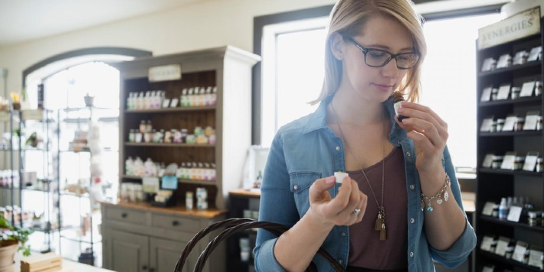 Kosmetik mit ätherischen Ölen auf Verträglichkeit prüfen