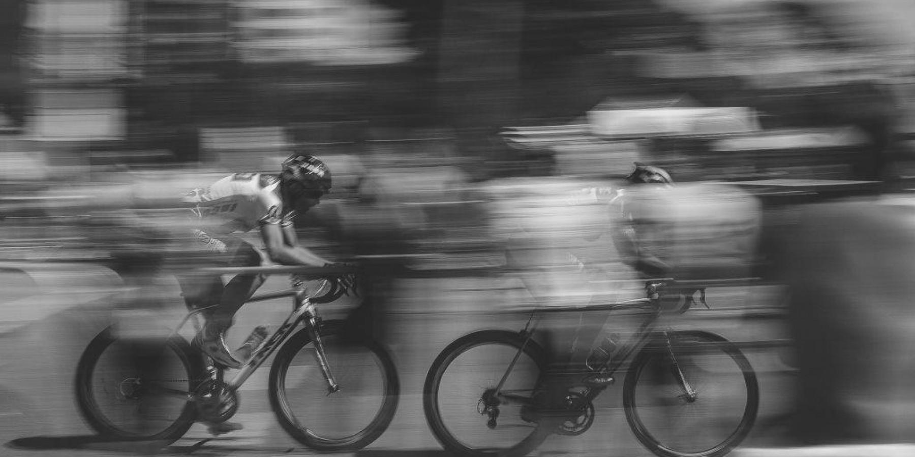 Fahrradfahrer flüchtet nach Unfall an der Brüderstraße
