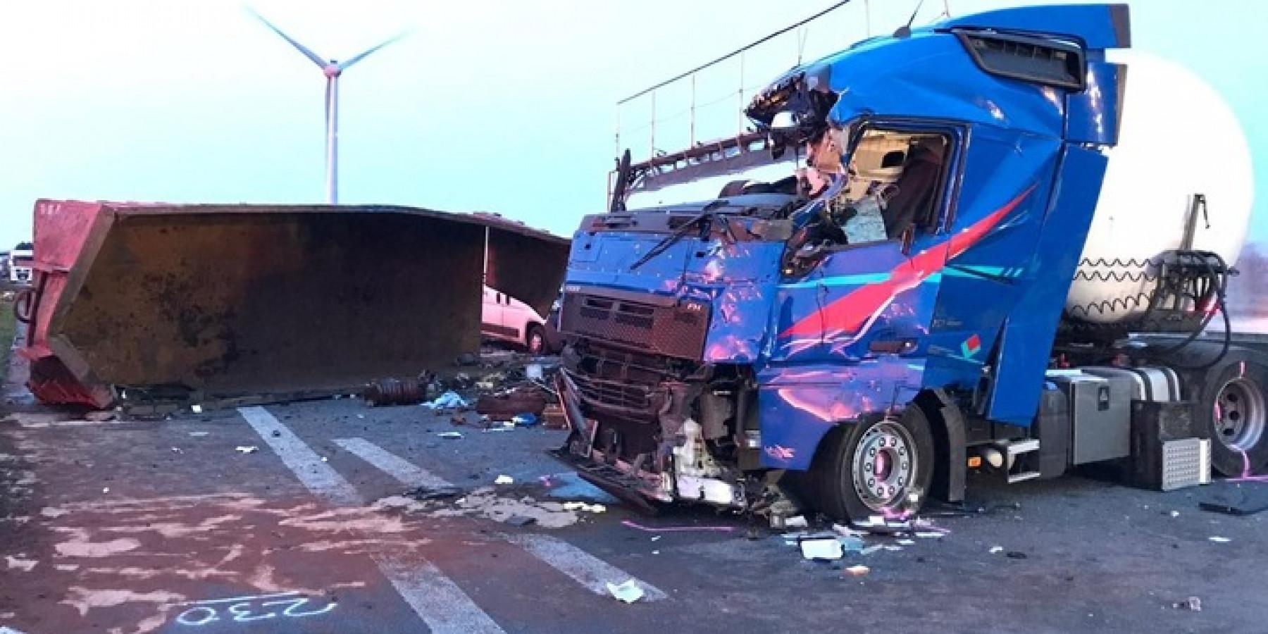 Container vom Lkw gefallen – 50-Jähriger verstirbt an Unfallstelle