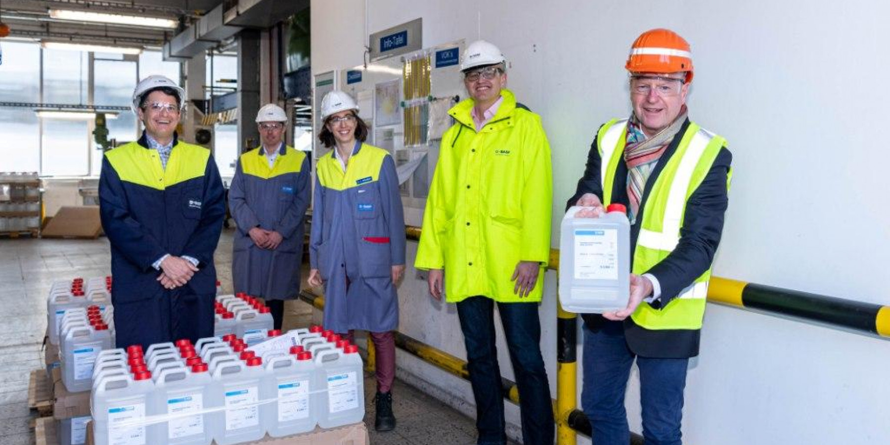 Oberbürgermeister Markus Lewe besucht BASF Coatings